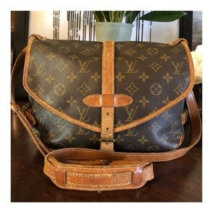 AUTHENTIC LOUIS VUITTON SAUMUR 30 CROSSBODY BAG